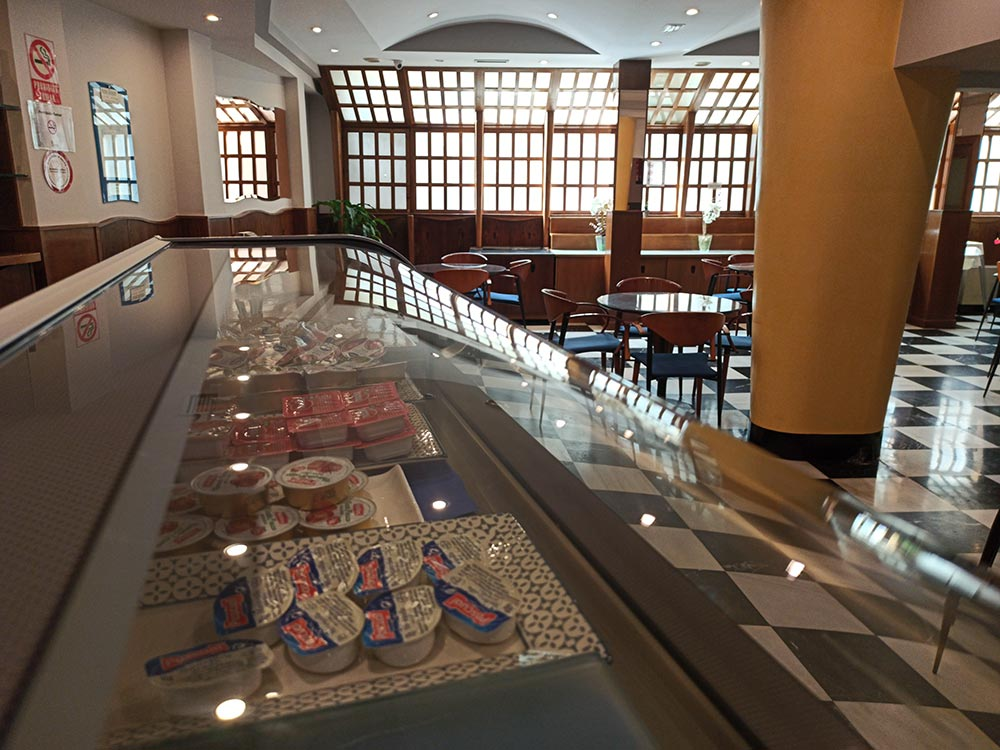 Hotel-Cordon-Cafeteria-8